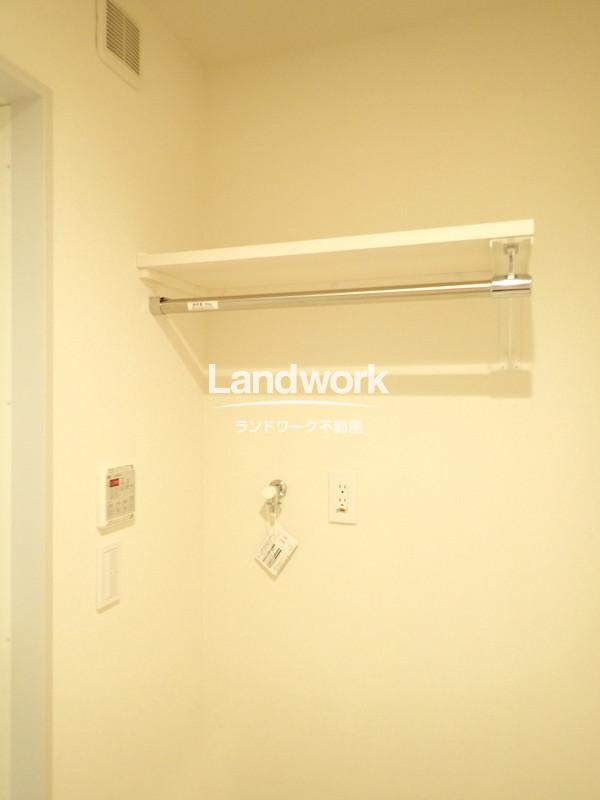 室内洗濯機置き場(収納部分②)